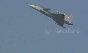 Kids enjoy stunning fighter jet display for Thailand's National Children's Day