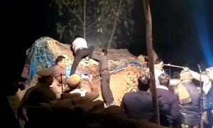 Four injured when leopard enters Indian village