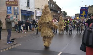 Straw bears parade through English village in annual event