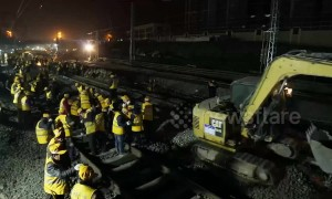 Thousand of workers change railway tracks for a train station in just six hours