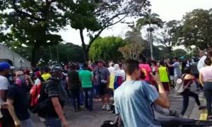 Carabobo police join protesters in Venezuela