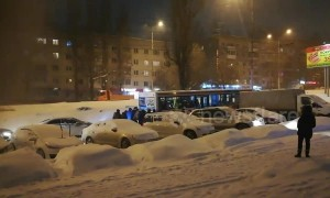 Passengers team up to help push bus stuck in snow