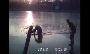 Old man rescued by police after falling into icy river in China