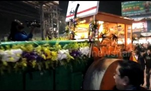 Groom in India arrives for his wedding in a STEAM-ROLLER