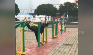 Flexible old Chinese woman does splits on training equipment
