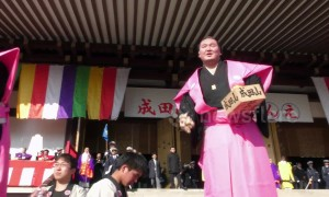 Sumo grand champion Hakuho tosses beans at 'setsubun' festival in Japan
