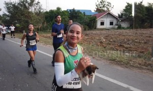 Hero runner adopts puppy she rescued during marathon