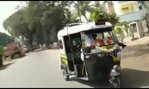 Tuk-tuk hits scooter rider in India during crazy reverse race