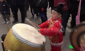 Chinese boy shows off impressive drumming skills at temple fair