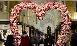 London bubbles over with Valentine's Day spirit