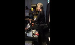 Peter Capaldi sings Bowie's 'Starman' at Edinburgh sci-fi convention
