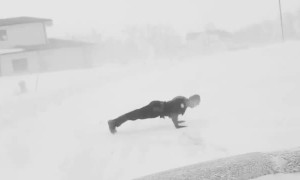 Cop does 18 push-ups during snowstorm to honor fallen officers