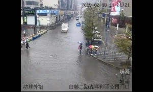 Good samaritans carry children across flooded road in China's Guangdong