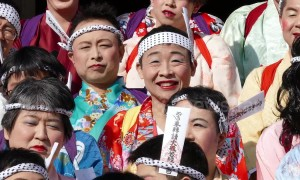 Running of the transvestites? Men run in makeup and women's clothing in weird Japanese festival