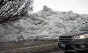 Huge blocks of ice crash onto shore of Lake Erie just feet from onlookers