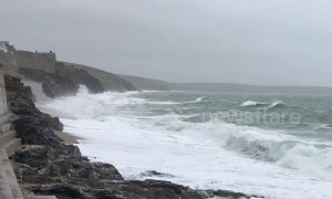 Storm Freya starts to hit coast of Cornwall in UK