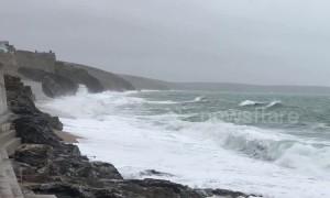 Storm Freya starts to hit coast of Cornwall in UK
