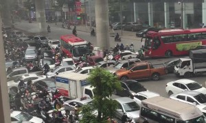 Insane Congestion Clogs Vietnamese Intersection