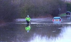 Cyclist braves flooding in Yorkshire alone to get to work