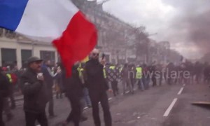 Violent Yellow Vest protests continue in Paris with clashes with police