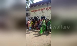 Thirsty women hold water riot at government office in central India