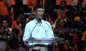 Thai election hopeful gives last rousing rally before voting starts on Sunday