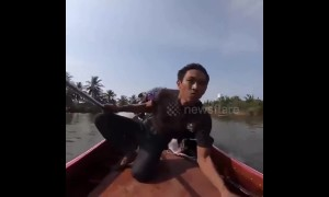 Man in Thailand shows off EXTREME engine power on his longtail boat