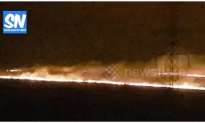 Large moorland fire burns above Oldham in UK