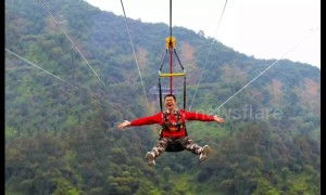 Tourists experience China's longest zip line in Guangdong