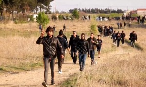 Hundreds of Refugees descend on Greece's northern border with Macedonia to re-open migration route