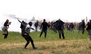 Tension rises at Diavata camp as hundreds of refugees who demand travel in northern Europe countries, clash with police for third day
