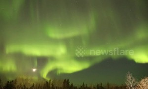 Stunning timelapse of Canadian Northern LIghts as full moon sets