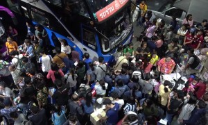 Thais cram onto buses and trains as they begin annual Songkran new year getaway