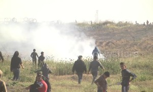Israeli fire 'kills Palestinian teen' in latest Gaza protests