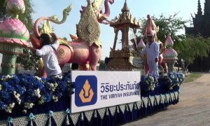 Religious devotees begin Thai new year with parade of Buddhist relics