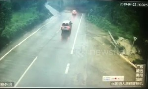 Narrow escape! Driver stops in time to avoid landslide in China