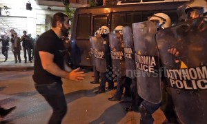 Greek Armenians' protest outside Turkish Consulate met with tear gas and stun grenades