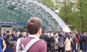 Severe delays on entire Jubilee line due to faulty train at Canary Wharf