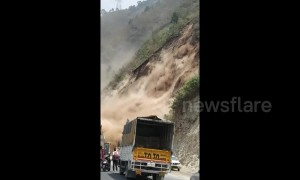Terrifying moment motorists cheat death in landslide in Northern India