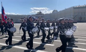 Russian military marches on St. Petersburg's Palace Square for Victory Day