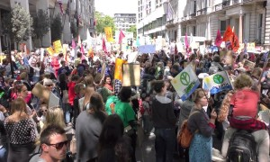 Thousands of mothers descend on London fighting climate change during Mother's March 2019