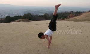 Young 'Bruce Lee' kid shows off amazing training with vertical pushups