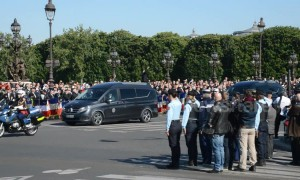 Tributes paid to the 2 French soldiers who died during the rescue of 4 hostages in Burkina Faso