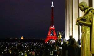 Eiffel Tower's 130th Anniversary sees thousands of Parisiennes and tourist gather to watch dazzling light show