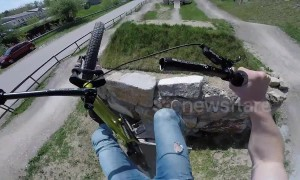 Smash! Mountain biker loses handlebar in mid-air