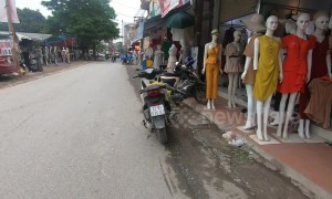 Unnerving street in Vietnam is lined with dozens of mannequins