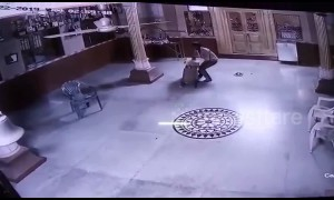 Bumbling thief caught stealing safe box from Indian temple