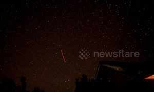 Timelapse captures the Lyrid meteor shower from a rooftop in Utah