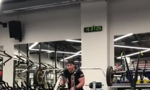 Dude displays amazing workout skills at the gym