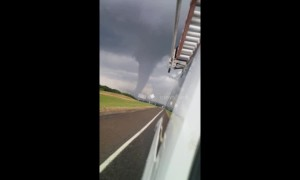 ''It's coming our way!'' Texas driver speeds away from ominous tornado